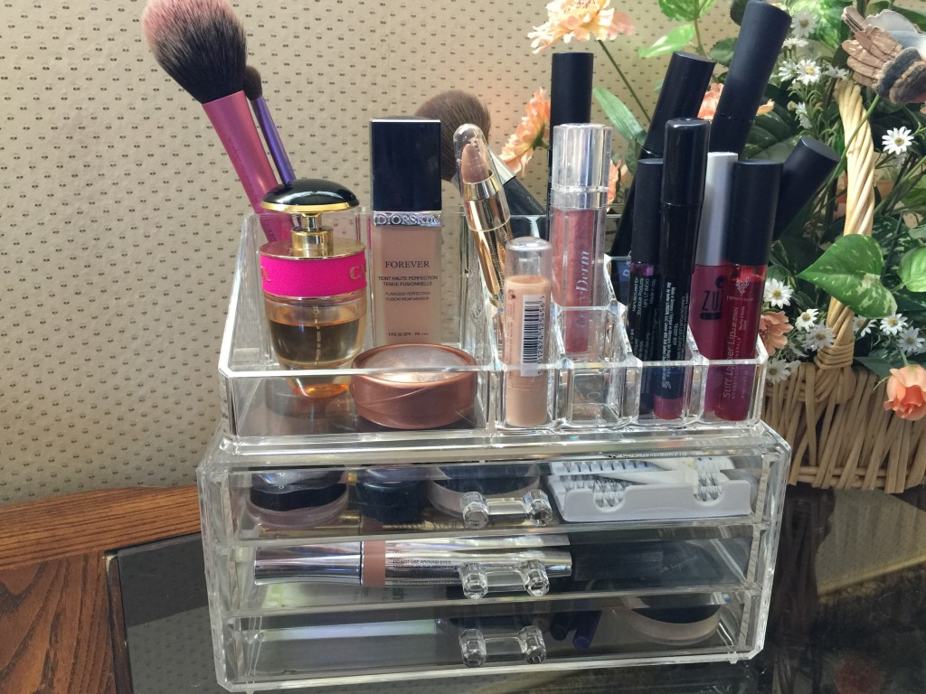 Makeup organizer from OHUHU