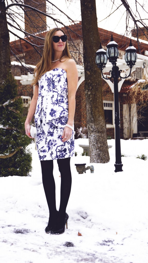 acevog blue and white body con floral print dress