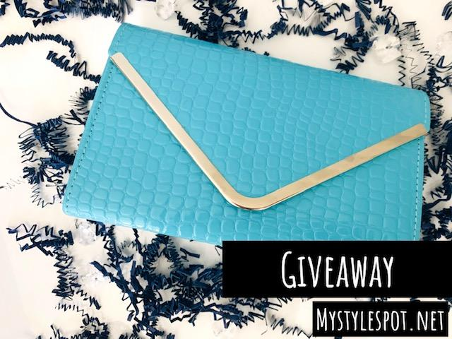 GIVEAWAY: Enter to Win a Chic Handbag + TONS of Other Fun Summer Prizes