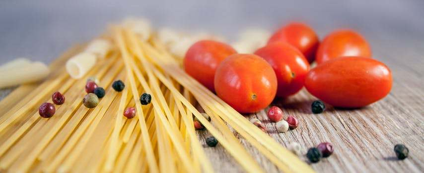 spaghetti noodles and tomatoes